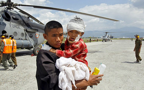 [155] Nepal airport struggles to handle rescue planes