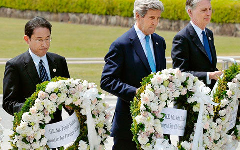 [199] John Kerry laid a wreath in Hiroshima